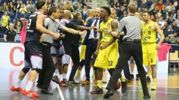 Gerangel im Spiel Alba gegen Bonn: Drei Spieler gesperrt