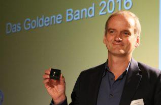 Harnisch mit goldenem Band für soziales Engagement geehrt