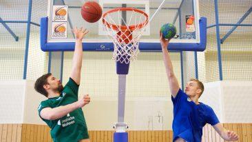 Kommen vier Füchse zum Basketball bei Alba vorbei…