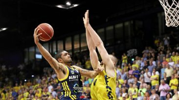 Alba macht großen Schritt Richtung Finale