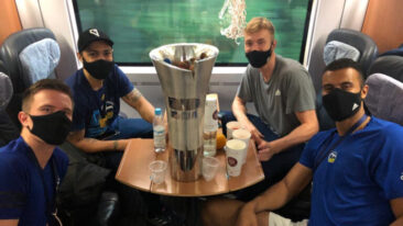 Corona-Meister Alba feiert Masken-Party im ICE